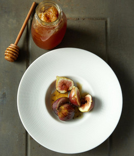 food styling figs and honey