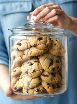 food styling a jar of cookies | chocolate food photography