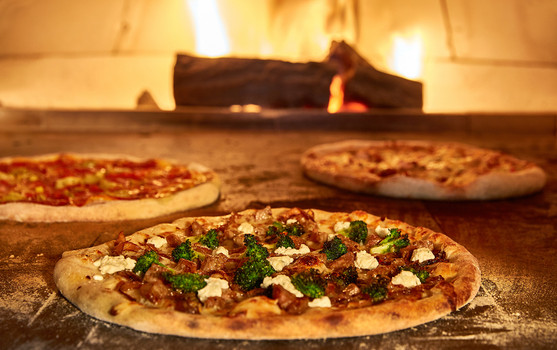 Pizzas in an oven | food stylist magazine