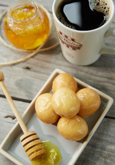 food styling coffee and donuts | coffee food photography