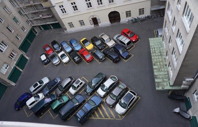 Парковки у дома и неполные стоянки
