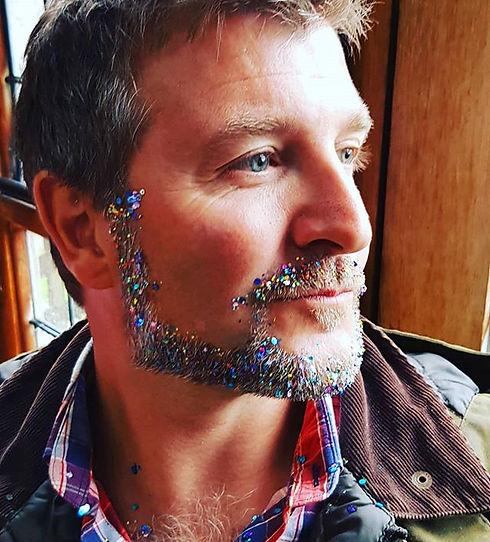 We love glitter 😍🤗🤩 #festivalglitter