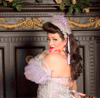 Burlesque Performer and Costume Blogger