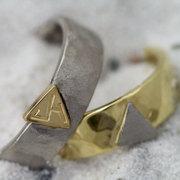 driehoekjes ringen van geel en witgoud