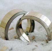 titanium en platina trouwringen