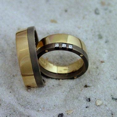 een combinatie van goud, titanium en diamant