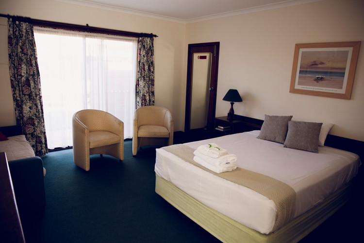 Spa Room_2.JPG