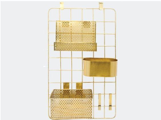 Étagère en métal doré