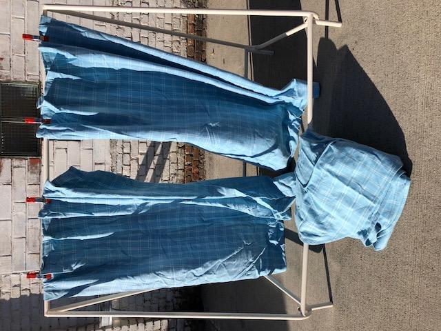 Rideaux laine bleu, couvre-lit doubl