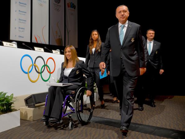 Paralympic Gold Medallist Gizem Girişmen with Recep Tayyip Erdoğan. Interview with Parasports World.