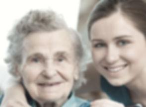 祖母と若い女性