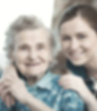 Jeune femme avec grand-mère