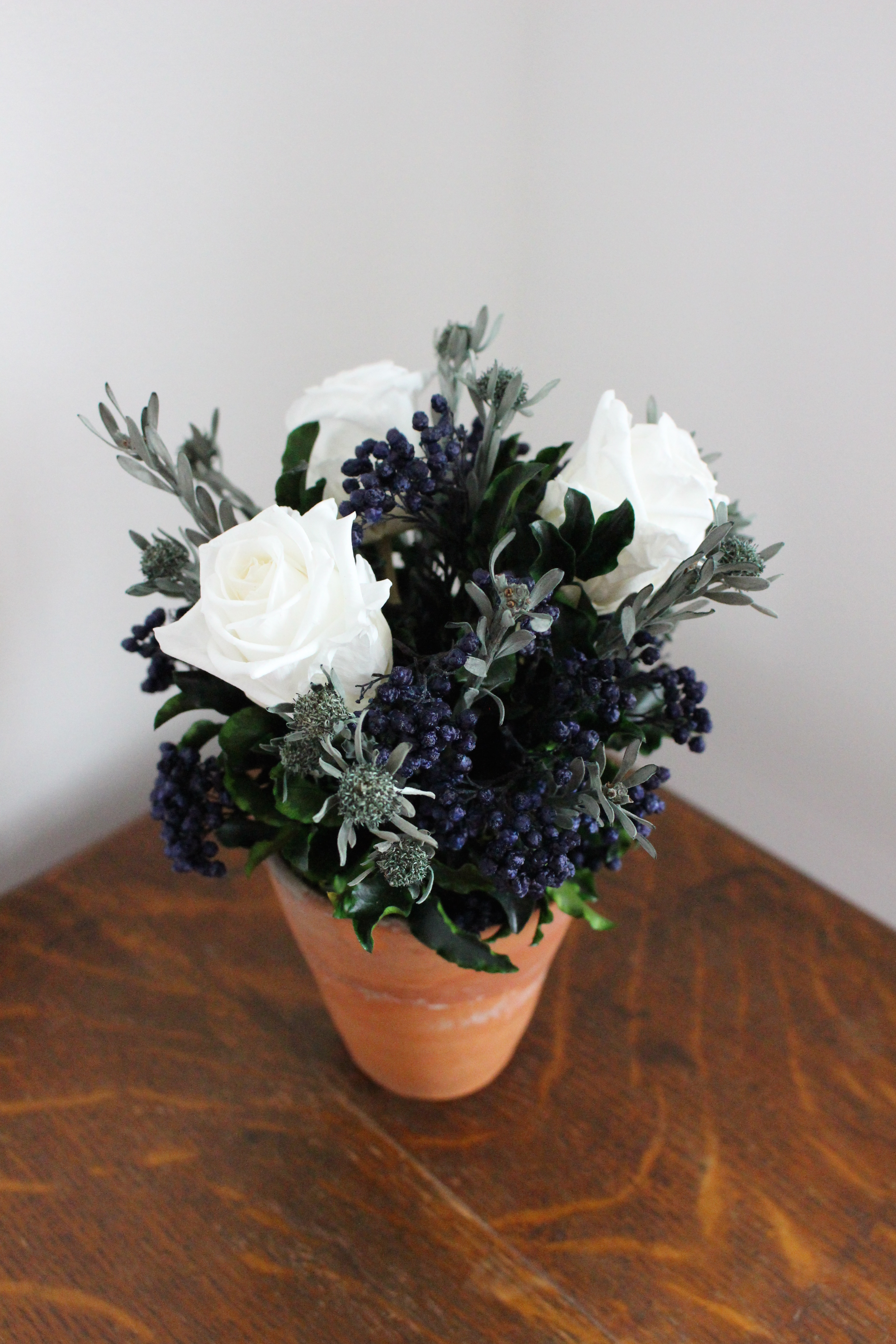 White/blue terracotta
