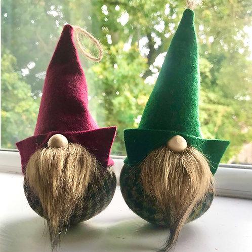 Tweed brown beard Gnorbits