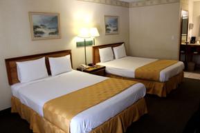 bed-room-2-queens4.jpg