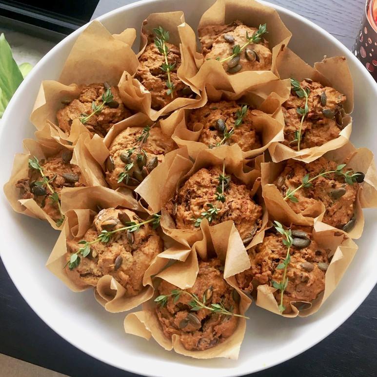 špaldové muffiny s rozmarýnem a kořenovou zeleninou