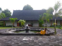 The Calm Hotel, Manohara
