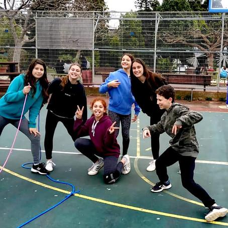 תלמידי חטיבת הביניים בהפסקה פעילה