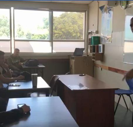 תלמידי שכבה י' בסדנה של כתיבה בקצב הראפ