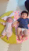 1人目の時に実家の座布団が活躍していたので、この度2人目は長く使えるものを探して見つけたせんべい座布団。毎朝まだうとうとの上の子は、赤ちゃんの特別空間であるせんべい座布団に一緒に乗れるのが嬉しそう。お昼寝の時は家族が赤ちゃんの居るせんべい座布団にちょこんと頭をのっけて過ごしています^_^