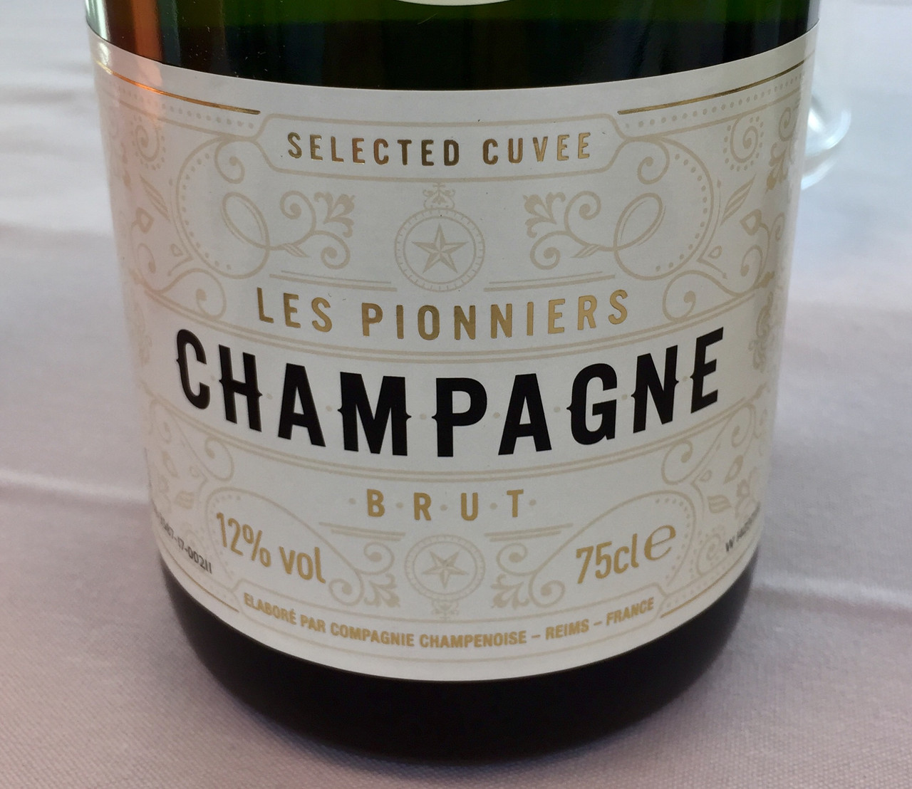 Les Pionniers Brut and Tanners Extra Reserve Champagnes