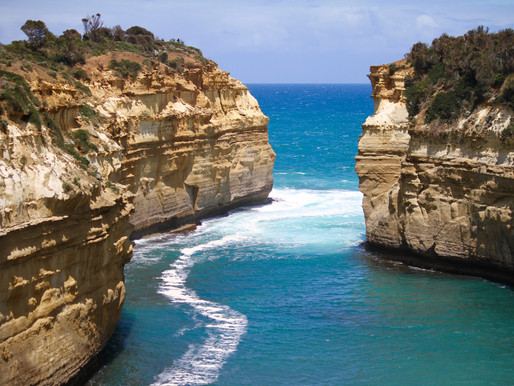 The Top 10 Australian Adventures | Bells Beach Backpackers