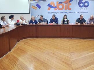 Reunião no Patronal Sinditextil. CCT. Convenção Coletiva De Trabalho. Em negociação.