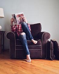 Leyendo en sala.jpg