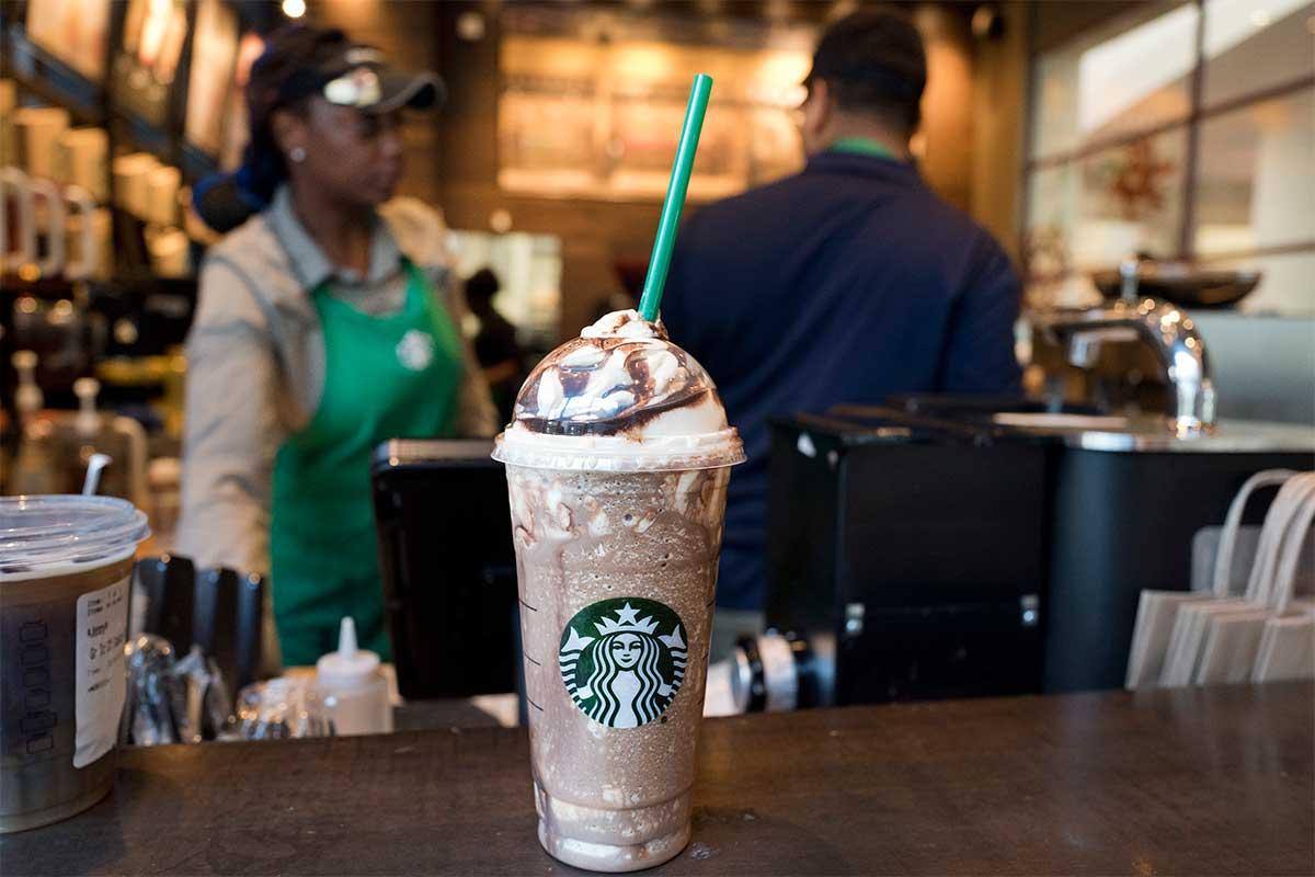 Starbucks; adiós a las cañitas