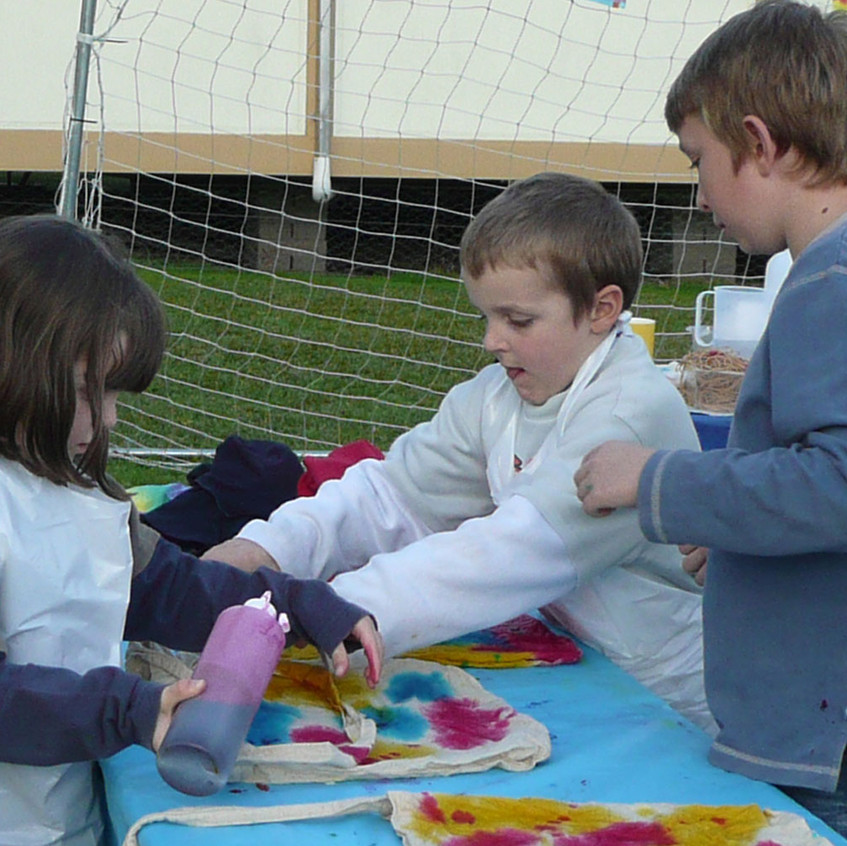 young children tie dyeing