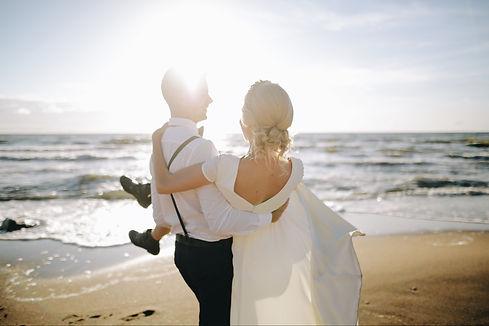beach-bride-fun-1691922.jpg