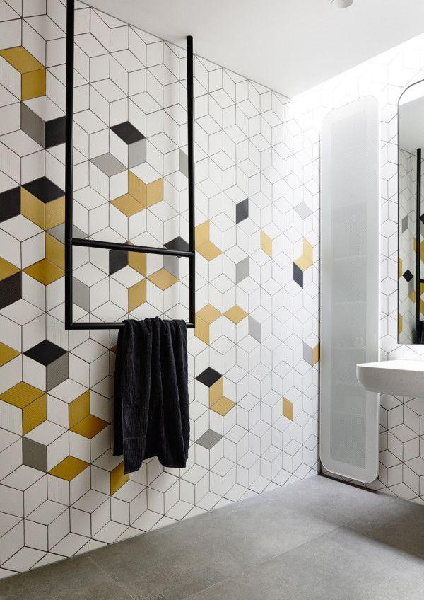 Random geometric tile
