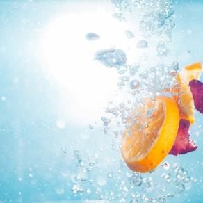 Rimedi estivi rinfrescanti: le acque aromatizzate