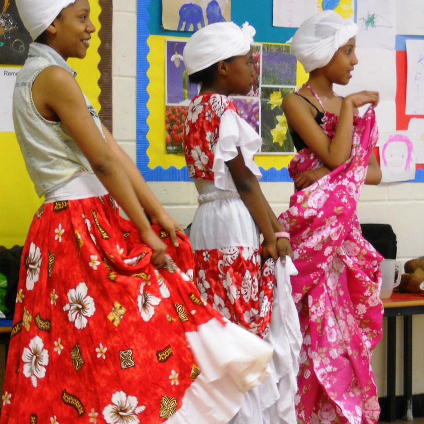 CHAGOSSIAN GIRLS DANCE
