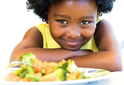 crianca-comendo-comida-saudavel-2.jpg