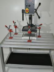 Technischer Arbeitsplatz mit Maschine 12