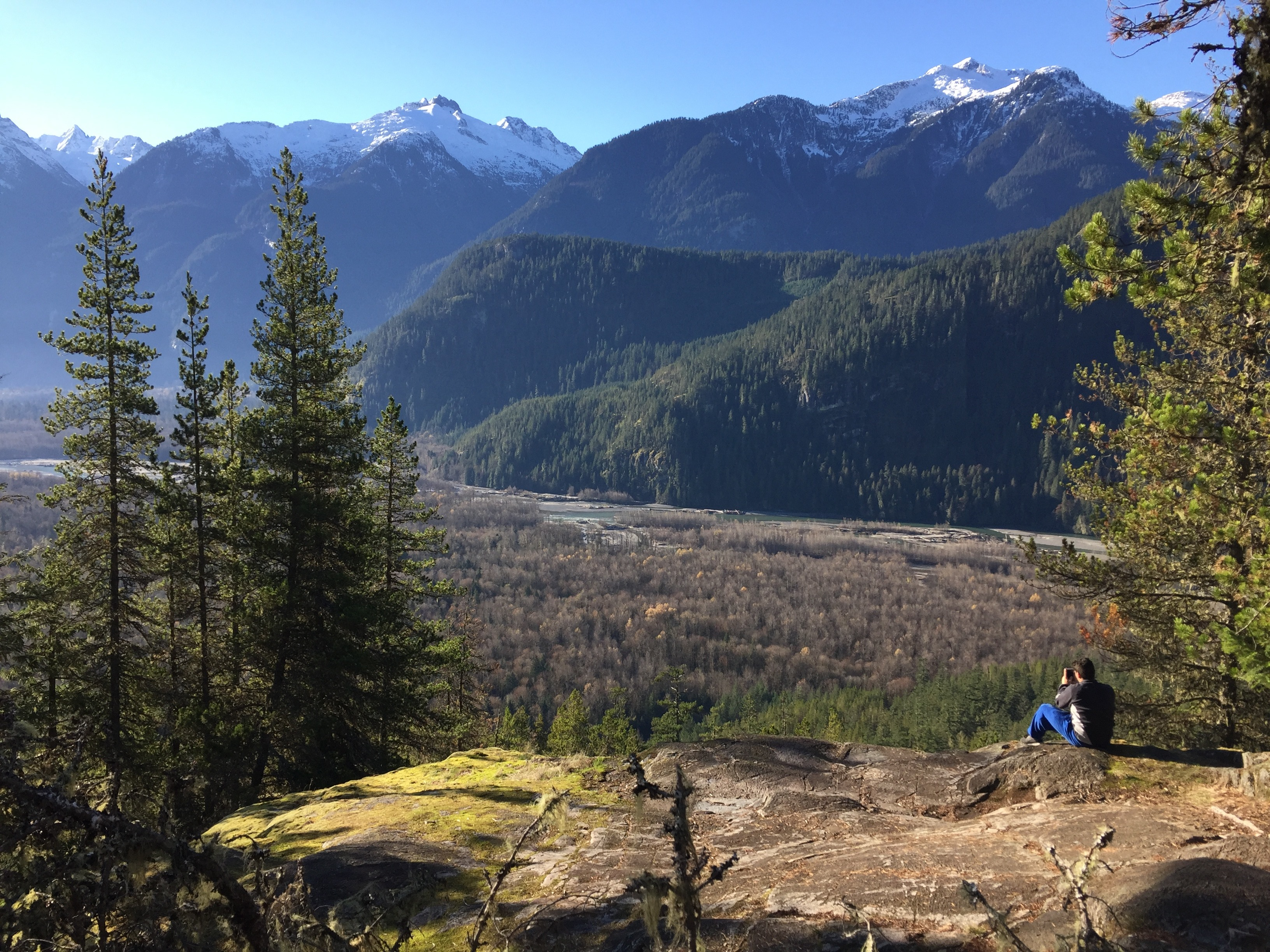 Short hikes already lead to beautiful views over the Squamish Valley