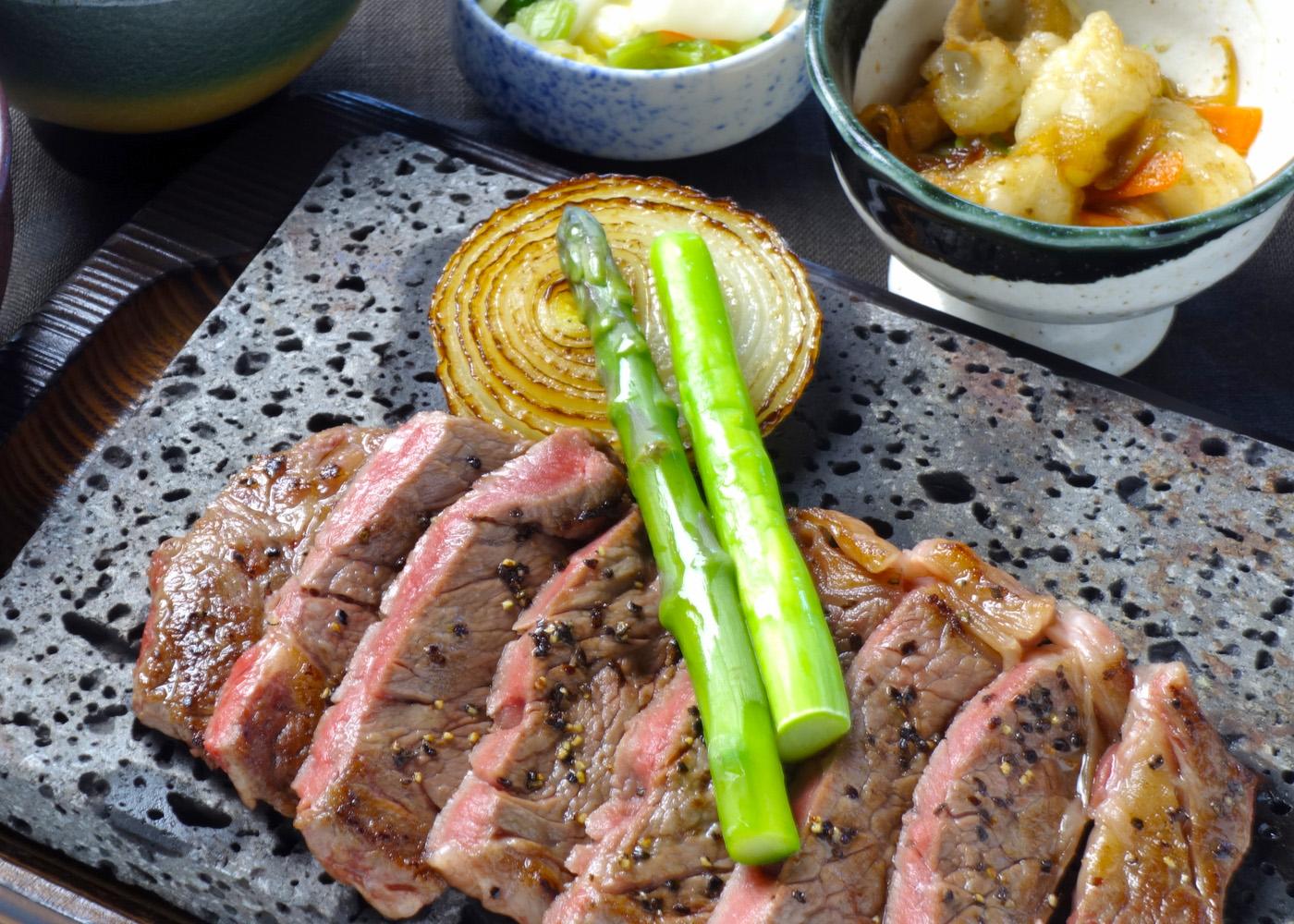 熟成肉の溶岩プレート焼き 1,500円(税別)