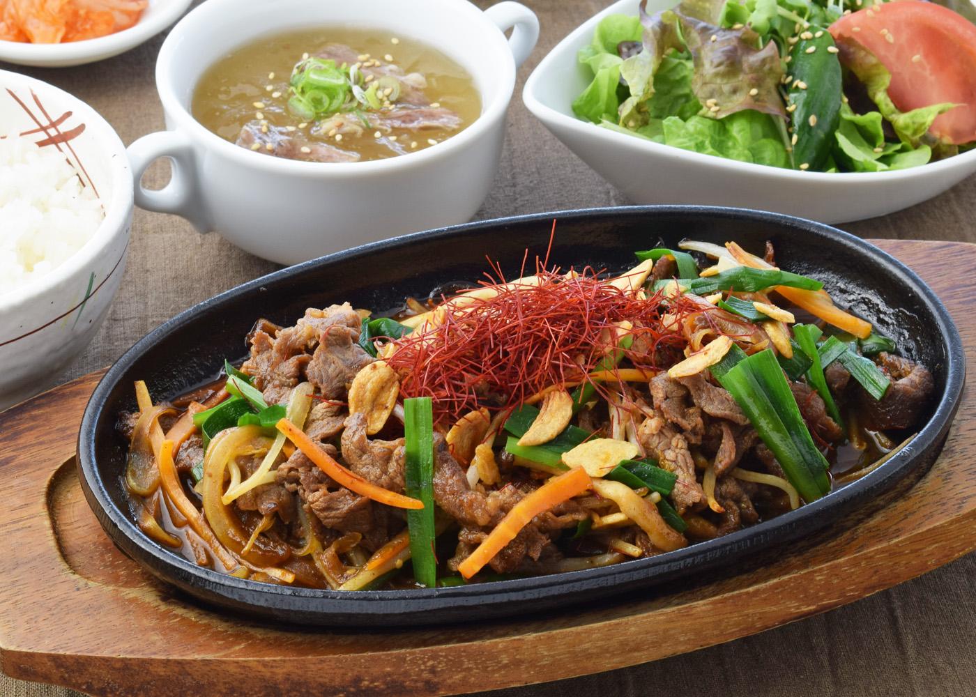 プルコギ風牛肉の鉄板焼き 1,500円(税別)