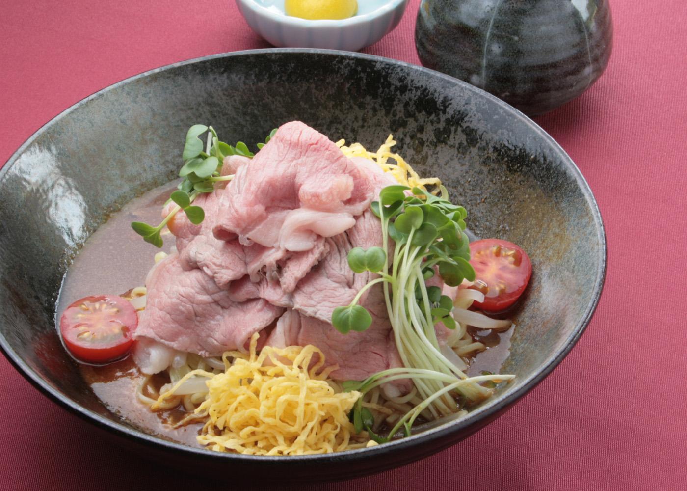 国産牛の冷しゃぶ冷麺  1,800円(税別)