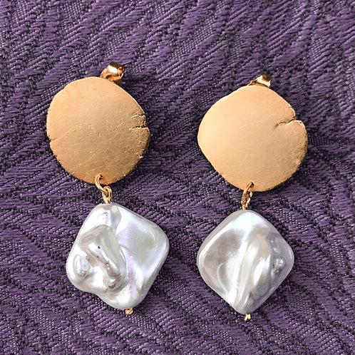 RANDOM 5g nacre short earring