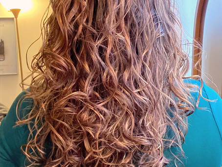 4 Different Ways to Effectively Dry Your Curly Hair