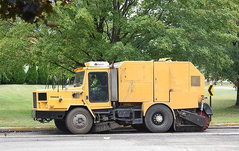 street-cleaner-2653405_1280.jpg