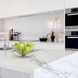 Кухня с текстурой мрамора