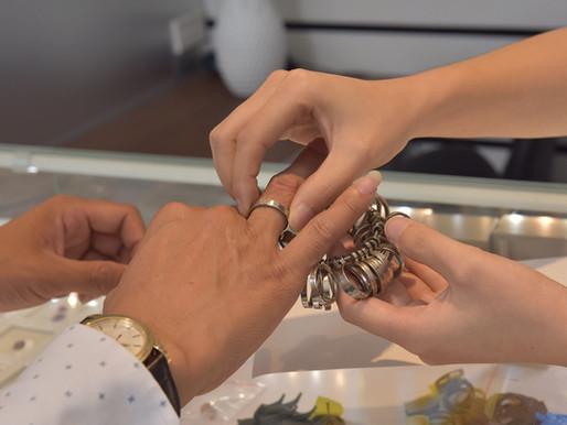 Quy trình đặt chế tác trang sức cho khách hàng đến trực tiếp cửa hàng