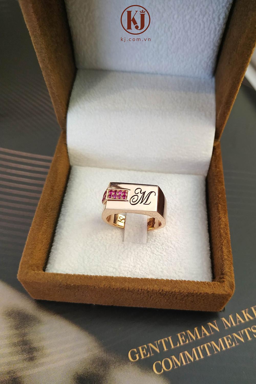 Nhẫn nam vàng hồng khắc ký tự đơn giản, tinh tế