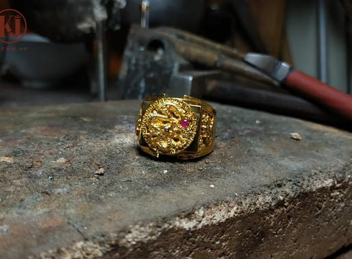 Câu chuyện về chiếc nhẫn Long chầu ngọc
