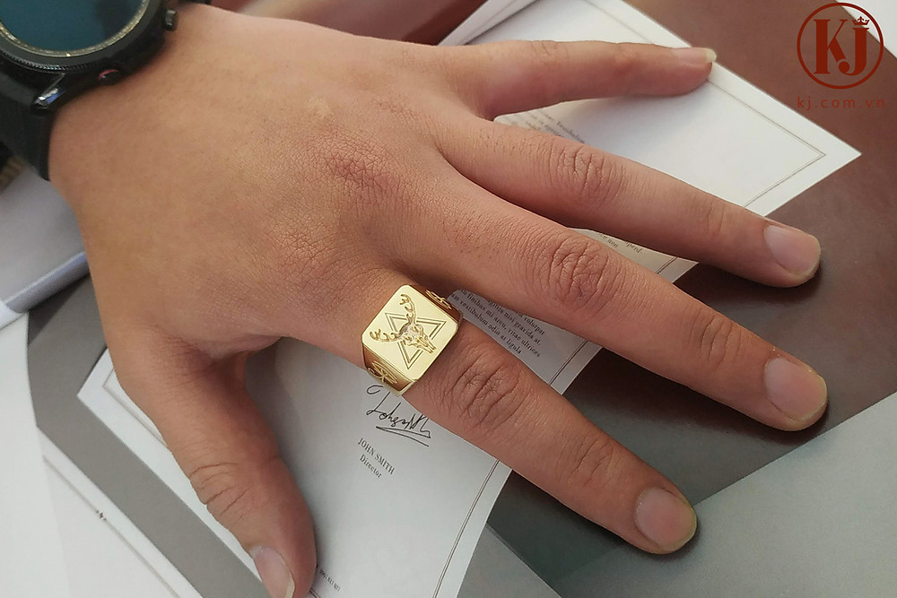 Nhẫn signet cũng là một lựa chọn tốt cho ngón trỏ