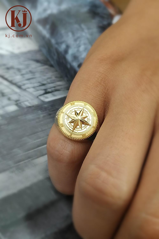 Nhẫn signet là mẫu nhẫn vô cùng phù hợp cho ngón út