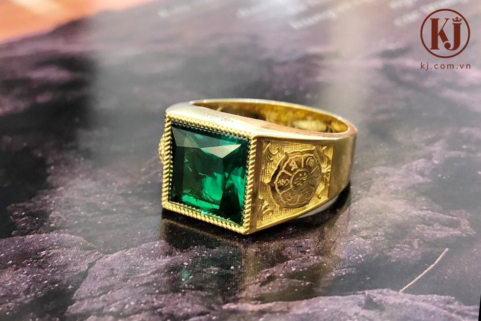 Nhẫn vàng đính đá Emerald